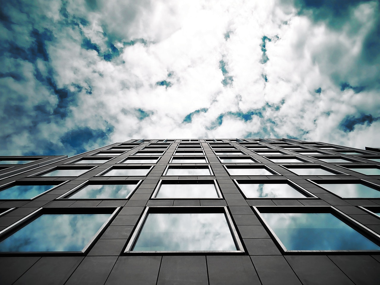 How Much Does Window Cleaning Cost In Toronto? | Price Estimate For Professional Window Cleaning Services